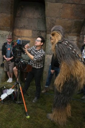 star-wars-7-force-awakens-jj-abrams-chewbacca-400x600
